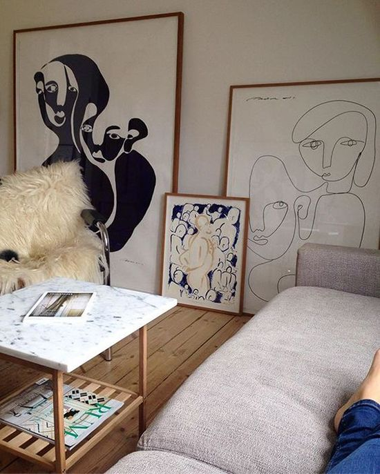 Love this oversized art leaned against the wall and that lavender sofa. Just lovely.