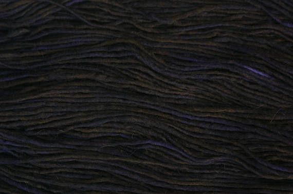 Hey, I found this really awesome Etsy listing at https://www.etsy.com/uk/listing/511780500/wool-merino-roving-100g-skein-dk-logwood