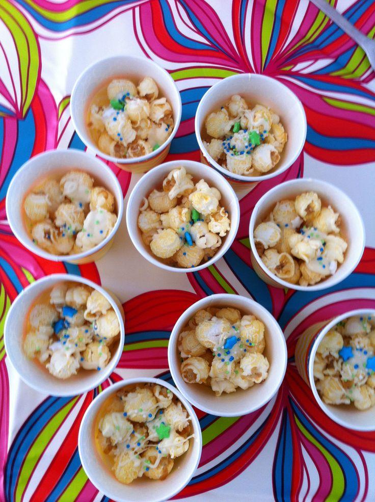 Popcorn met witte chocolade en spikkels