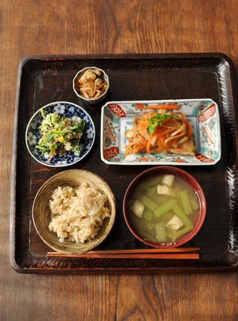 一汁三菜ごはん ◆蕗の味噌汁、鯵の南蛮漬け、菜花の酒粕白和え、切干大根の煮物