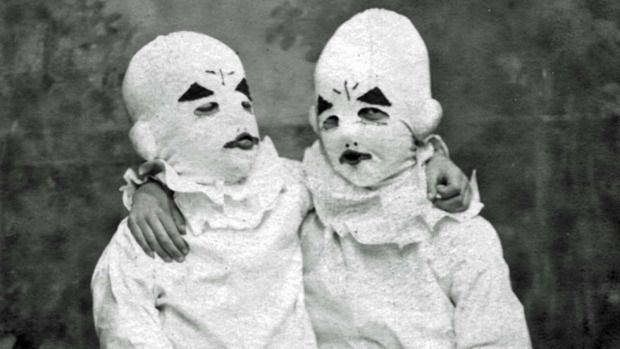 clowns: Creepy White, Clowns Children, Book Worth, Clowns Haunted, Creepy Clowns, Miss Peregrine Home, Favorite Book, Creepy Children, Peculiar Children