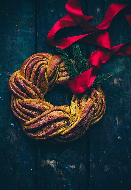 Saffron and Cinnamon Wreath Recipe