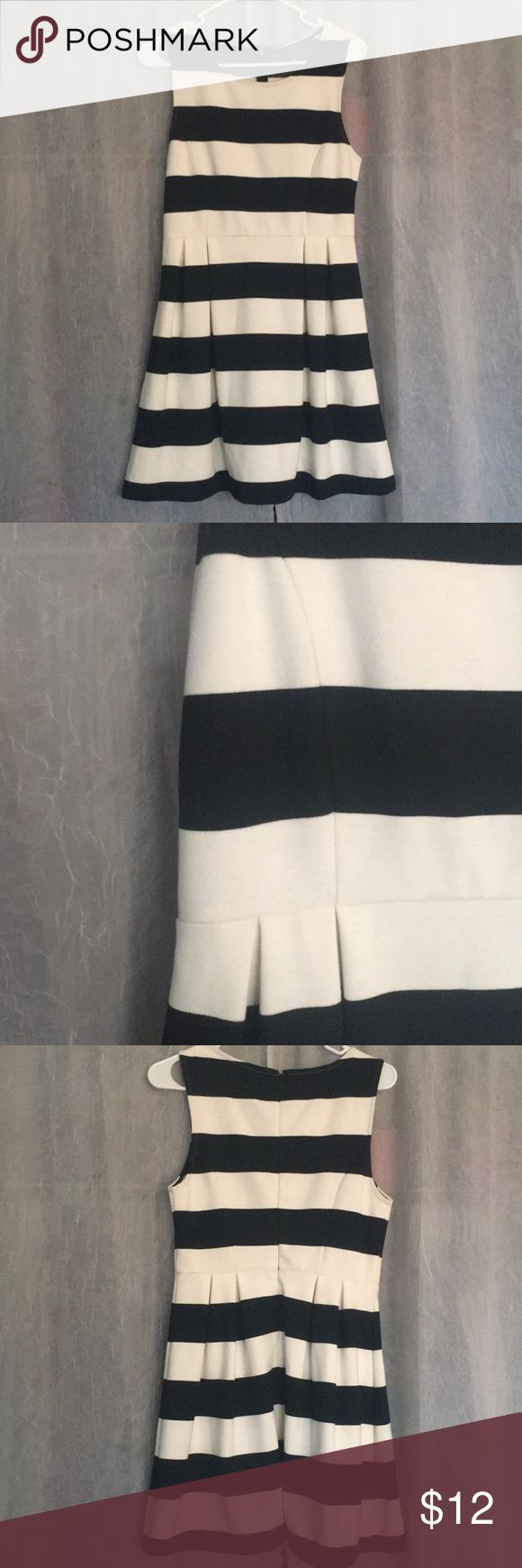 Striped dress Thick material black and white striped dress. Scoop front with semi hidden back zipper. Very flattering. Pleated style in front and back Forever 21 Dresses Mini