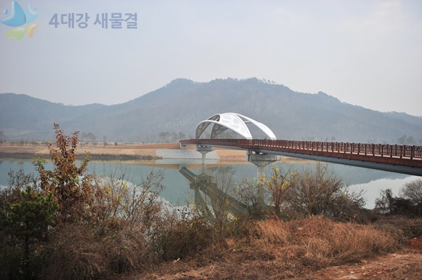 The Day view of Gyungcheon island between Sangju reservoir at Nakdong river among 16 reservoirs