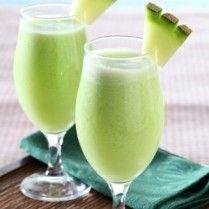 Minuman segar seperti smoothie melon ini sangat pas untuk Anda sajikan saat pesta.