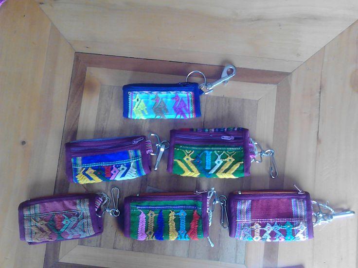 Llaveros y monederos (key rings and coin purses)