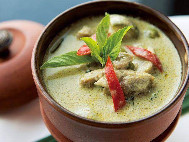バジルとココナッツの至福の出会い  本場タイの「グリーンカレー」レシピ! 自宅で手軽にチャレンジできる ピリうま! 本場のタイ料理レシピ CREA WEB(クレア ウェブ)