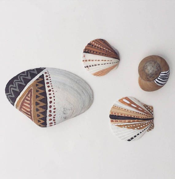 Handpainted seashells /// Boho beach decor  #beach #beachart #seashells #paintedseashells #beachart #rustic #boho #bohemian #mermaid #shells #paintedshells #tribal #zengarden #decor #beachdecor #etsy #art #snailshell #unique #handmade