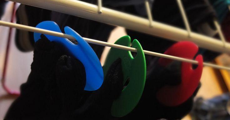 Ordnung für Socken: nie wieder Socken verlieren Seit wir Sockenclips benutzen, verlieren wir eigentlich überhaupt keine Socken mehr in der Waschmaschine. Und das Sortieren geht auch viel schneller. Was für eine schöne Erfindung!