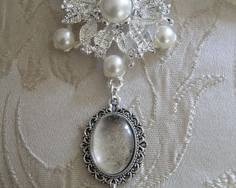 Vintage inspired faux pearl and crystal photo frame bouquet charm with swarovski bead.