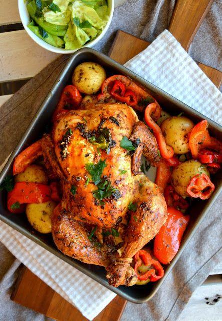 kurczak z ziemniakami i papryką z prostą sałatką