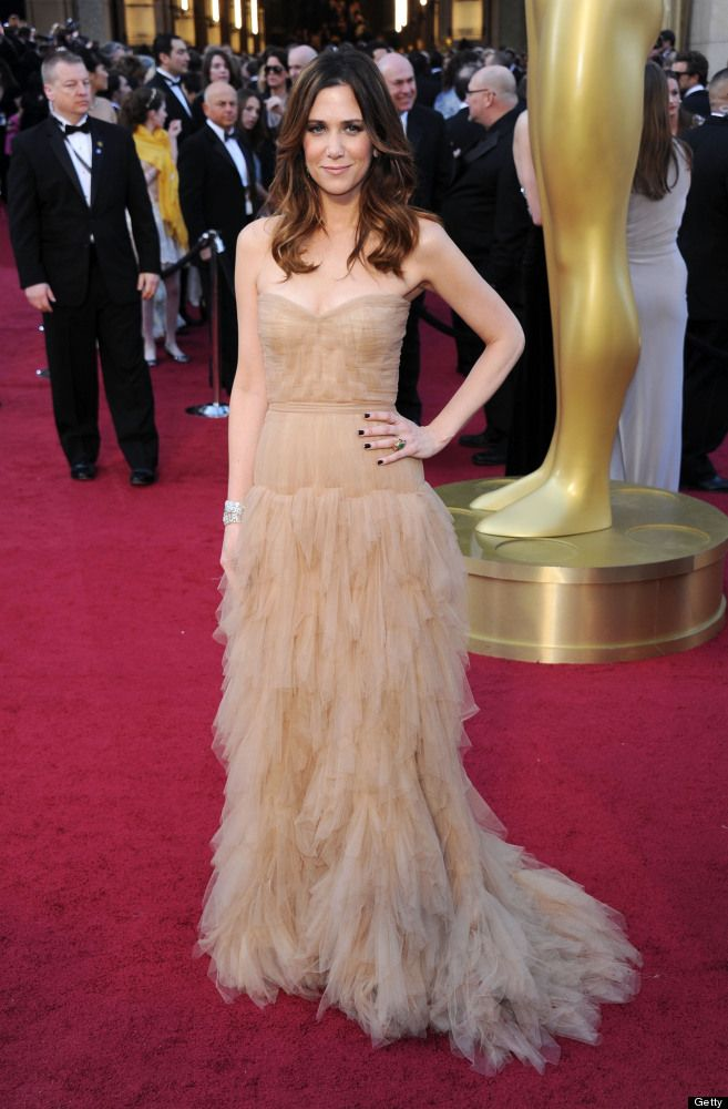 not only is kristen wiig a hilarious actress, but she also looks fantastic tonight! impeccable style in my opinion.