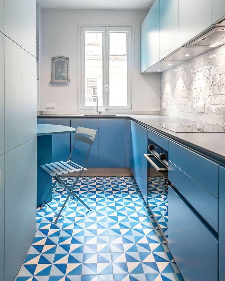 Modern Kitchen With Blue Terrazzo And White Zellige Tiles Mosaic Factory Kuchen Fliesen Ideen Moderne Kuche Kuchen Planung