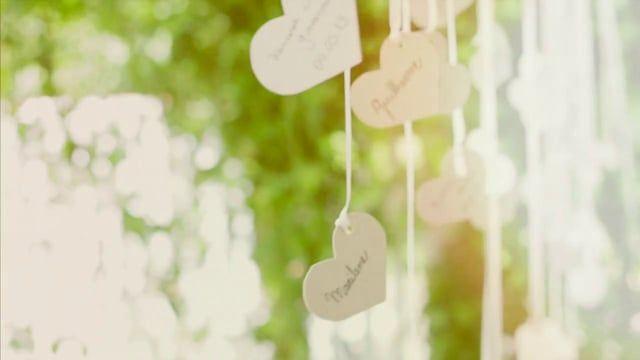 Casados apenas no civil, Wanessa preparou para Giovanni uma surpresa em comemoração aos 2 anos de casamento.  Folk filmes www.folkfilmes.com www.facebook.com/folkfilmes  contato@folkfilmes.com Telefone:(61) 8245-1417 ___________________________________________  Buffet: Valentina Pizzaria (http://valentinapizzaria.com.br) Bolo e doces: Marilene Rodrigues (amiga) Noivinhos: Fernanda Teixeira (http://www.nandateixeira.com) Decoração: Wanessa (noiva), Juliana (irmã), Camila (irmã), ...
