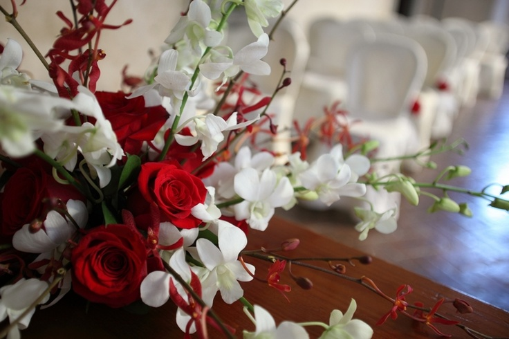 Crimson and white for a fall wedding at Tuscan castle.