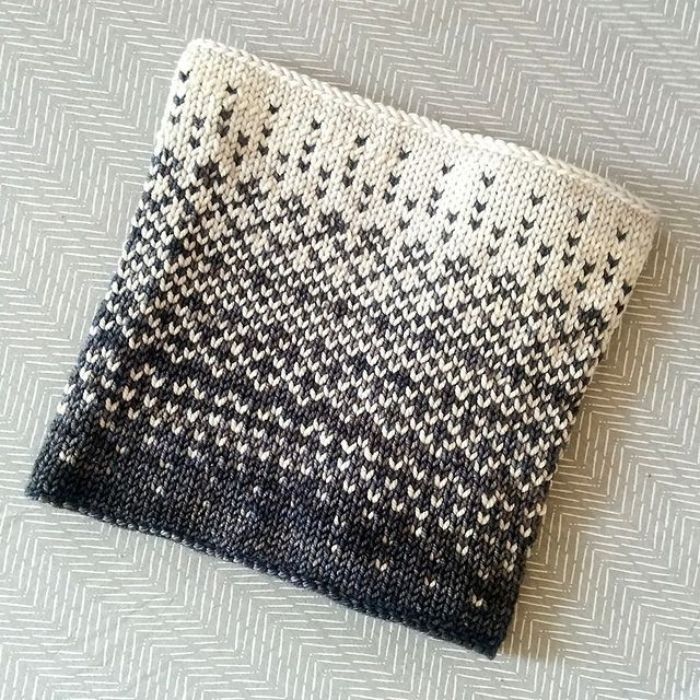 Love the colorwork pattern on this.  Would also look greatt as a sweater. Ravelry: Ombra Cowl pattern by Judit Hummel