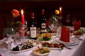 """Casalot - Arabisches Restaurant Für alle Speisen verwenden wir nur Zutaten höchster Qualität: Sie finden bei uns Geflügel-, Kalb- wie auch Lammgerichte, Fischspezialitäten und ein vielfältiges vegetarisches Angebot in Spezialitäten des Nahen Ostens, des Maghreb und der arabischen Halbinsel. Sehr zu empfehlen die """"Reise durch den Orient"""" und die Limonaden aus frischer Minze, Zitrone, Rosenwasser! Claire-Waldoff-Strasse 5, 10117 Berlin"""