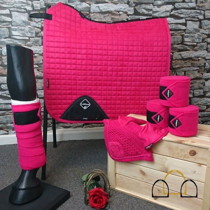 Fancy updating your horses matchy set collection? Why not stand out in this gorgeous LeMieux ProSport set in fuchsia? LeMieux = Perfection! #LoftyEquestrian #matchysets #LeMieux #numnahs #saddlecloths #pink #love