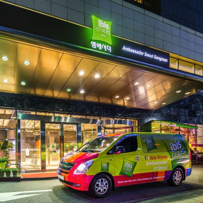 Welcome to ibis Styles Ambassador Seoul Gangnam Hotel / Stylish & Unique Design Rapping Car & Logo >> We offer weekend package with reasonable price!  이비스 스타일 앰배서더 서울 강남 호텔, 유니크 & 스타일리시한 디자인을 엿보세요. 돋보이는 인테리어와 함께, 도심 속 휴식을 위한 합리적인 패키지를 제공합니다.
