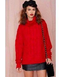 Porte un pull surdimensionné en tricot rouge et un jean skinny gris foncé pour un look idéal le week-end. Assortis ce look avec une paire de des baskets basses beiges.