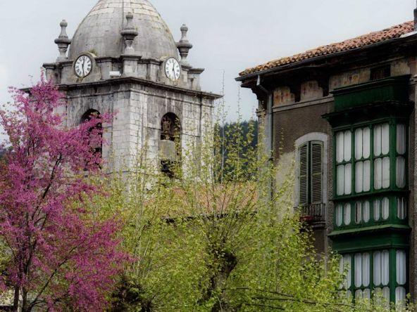 #Laudio. La iglesia de #SanPedrodeLamuza data del siglo XI. #Álava vía @patrimonioalava
