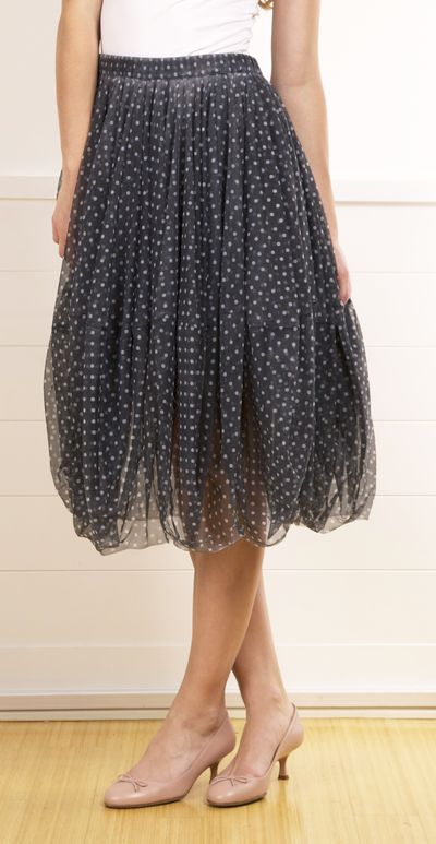Comme Des Garcons Tulle Bubble Hem Skirt in Dusty Purple Polka Dot. A full tulle skirt that is very Sarah Jessica Parker! Half-lined and has a bubble hem. Elastic waist.