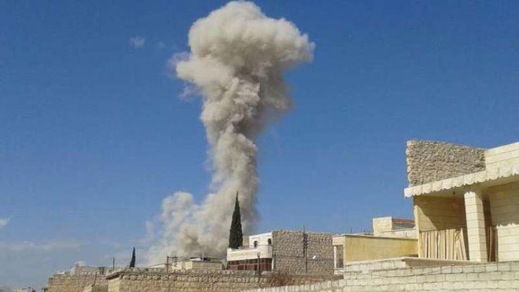Pasukan rezim Asad mengebom Aleppo 100.000 warga sipil terperangkap di dekat perbatasan Turki  ALEPPO (Arrahmah.com) - Banyak warga sipil yang terluka parah pada Sabtu (28/5/2016) setelah pesawat tempur rezim Asad menjatuhkan bom barel di Hanano Hellok al-Jandool Kamp Handarat dan di lingkungan Bestan al-Basha di Aleppo sebagaimana dilansir Orient Net.  Di pedesaan bagian utara Hritan Aleppo pasukan rezim Asad menggunakan roket peluncur yang secara membabi buta membombardir wilayah pemukiman…