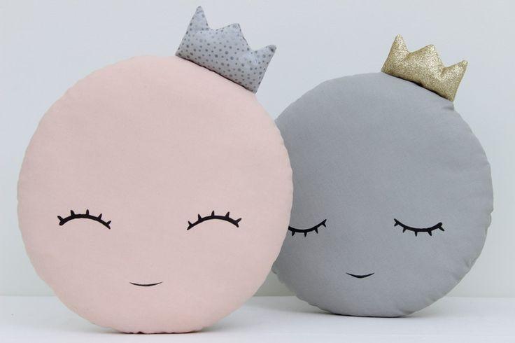 Kissen - Mondkissen, Mond Kissen, Kinderzimmer Deko - ein Designerstück von prostoConcept bei DaWanda