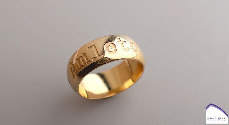 Ring van oud goud met namen van ouders erin