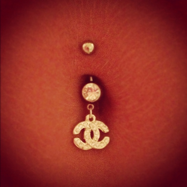 Chanel belly button piercing