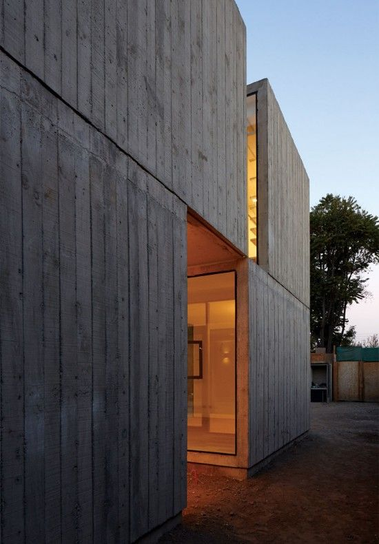 Board formed concrete wall. Casa la Cañada by Ricardo Torrejón I Like Architecture