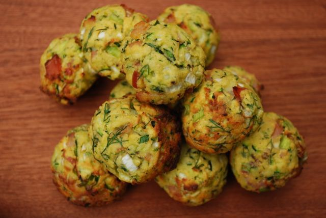 Paleo Zucchini Bacon Bites are the perfect snack or breakfast! For more healthy, easy paleo recipes visit The Merrymaker Sisters!