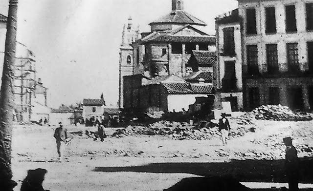 Construcción de la Gran Vía. Se observa a la derecha el convento del Santo Ángel Custodio y las torres de la iglesia del Sagrado Corazón