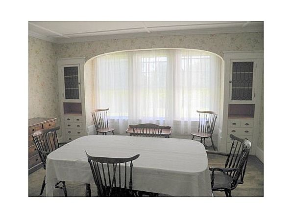 Spacious revival four square home - oh wow! I believe I inherited an identical dining set!