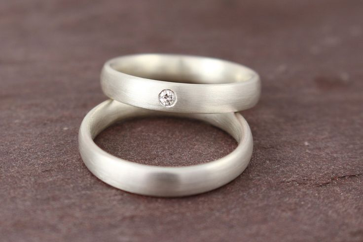 Eheringe – Eheringe 4 mm Silber mit Brillant schlicht – ein Designerstück von I…