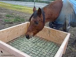 Bildergebnis für heuraufe selber bauen pferdehaltung