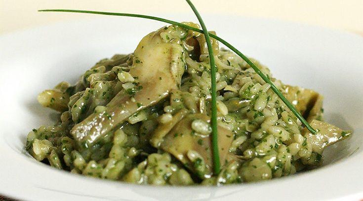 Primo piatto nutriente e saporito, il risotto ai carciofi è una ricetta piuttosto semplice, particolarmente indicata per le fredde sere invernali.