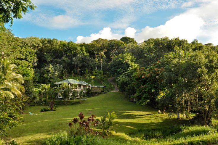 House in Kilauea, north shore of Kauai, United States. Our lakefront property has incredible scenery of 3 manicured acres of peaceful and serene gardens. The upscale villa is exquisitely furnished and decorated with eclectic art. The world's finest beaches are minutes away.  A nature lovers paradise! ...