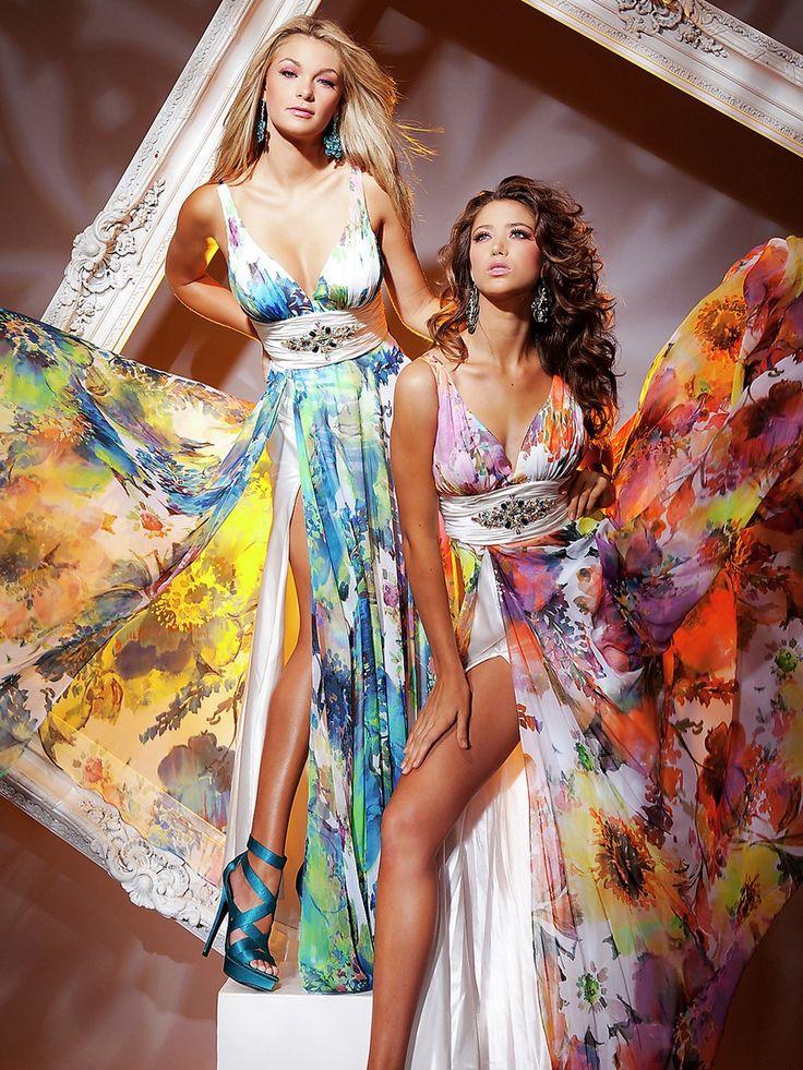 Vestidos de fiesta, largos, con estampado floral.