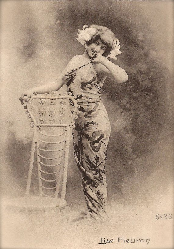 Lise Fleuron, Belle Époque French Theatre Stage Actress Exotic Glamour Portrait in Asian Print Long Dress Original Rare 1900s Photo Postcard