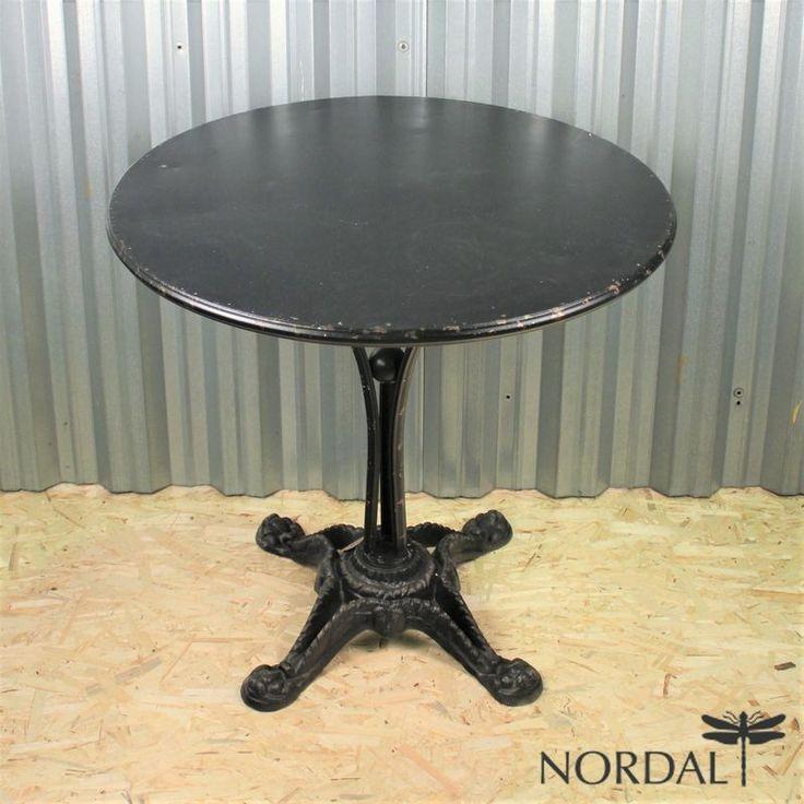 Литой железный столик