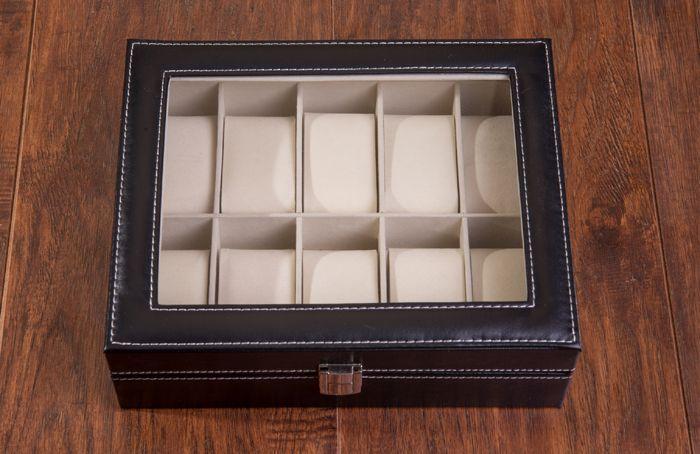 Cutie de ceasuri – un cadou pentru barbati  Printre cele mai frumoase cadouri pentru barbati, dar si pentru femei, putem include cu certitudine si o cutie de ceasuri, eleganta si practica.