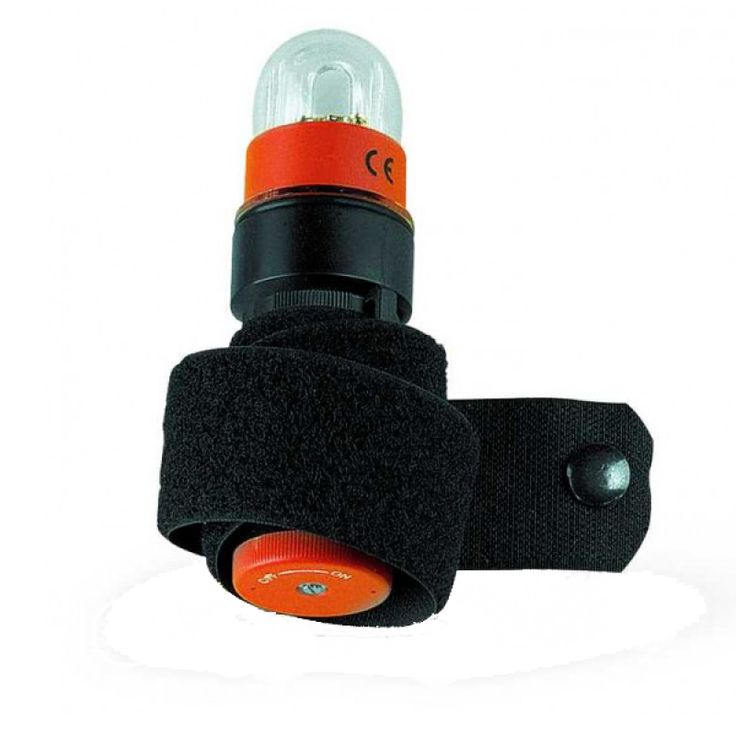 STROBE is a high visibility underwater light (2 km air in the flash). Simple and reliable, it can be easily managed: one (C) battery is enough to make it work for more than 2 hours.