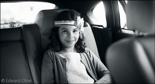 Young lady in car - Edward Olive fotografo para bodas de lujo y eventos de alto standing en España