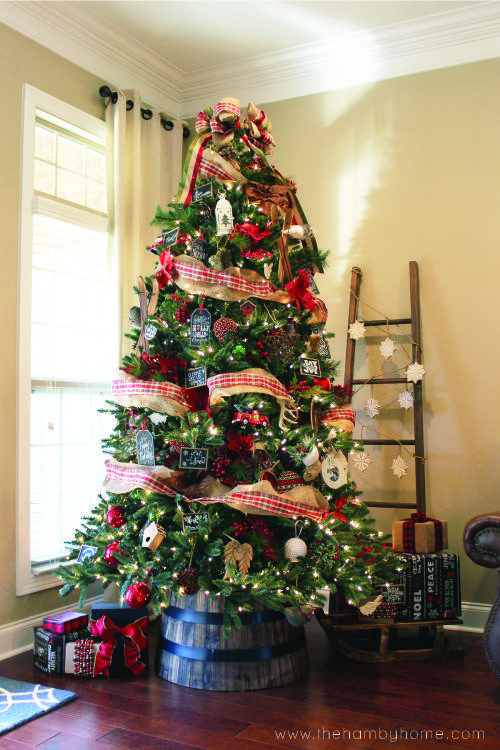 love this Christmas tree in a barrel Also that ladder so cute