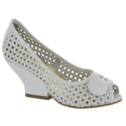 Moda In Pelle Female Galia White Leather Leather Upper Manmade Lining Manmade Lining in White An on trend yet comfortable style. Wear with a striped t-shirt and Capri pants for a chic holiday look. http://www.comparestoreprices.co.uk/ladies-shoes/moda-in-pelle-female-galia-white-leather-leather-upper-manmade-lining-manmade-lining-in-white.asp