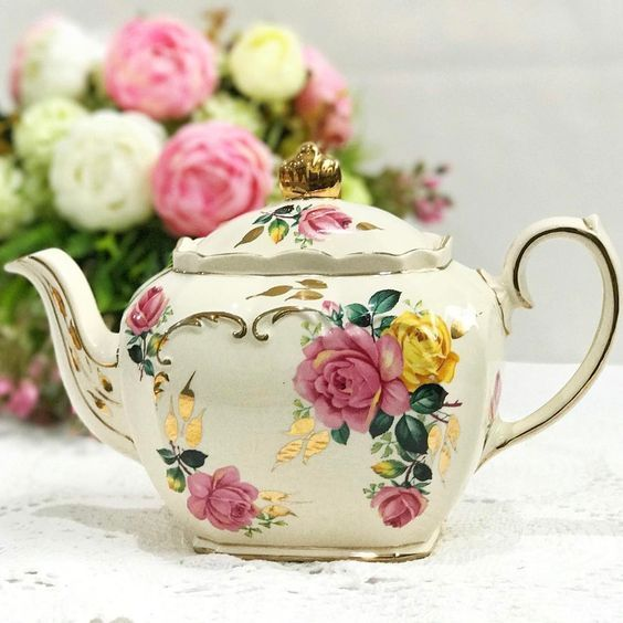 Vintage Sadler full sized teapot