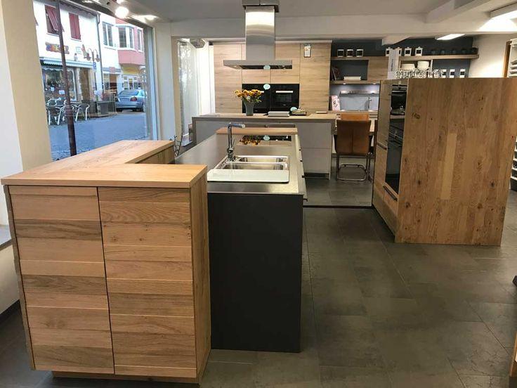 LEICHT Küche TOCCO-E graphitgrau in Kombination mit Echtholz VALAIS und Natursteinarbeitsplatte Neroasoluto #design #kitchen #Küche #moderndesign #modern #evo