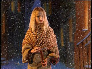 Een droevig sprookje over een arm eenzaam meisje dat in de koude decemberdagen zwavelstokjes probeert te verkopen.