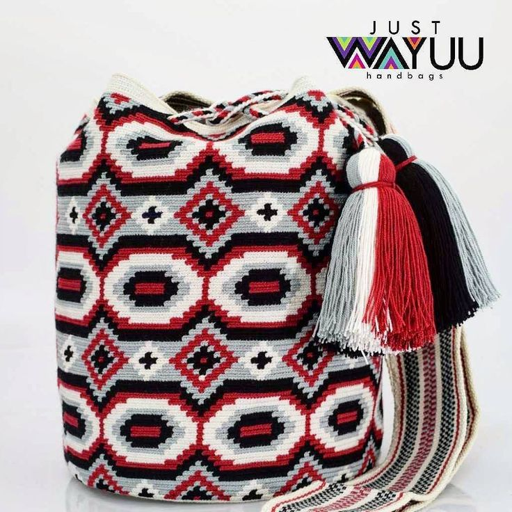 Handcrafted handbags made by indigenous wayuu in the north of Colombia. Worldwide shipping. PayPal For Las Alicias